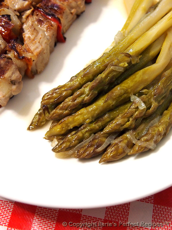 large asparagus dish onion